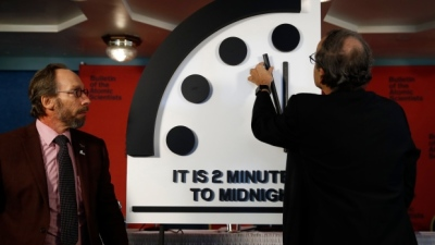 "alt=""Scientists move Doomsday Clock ahead to 2 minutes to midnight"""