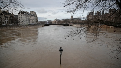 "alt=""Rain-swollen Seine burst its banks, engulfs quays"""