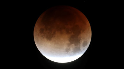 "alt=""Super blue blood moon puts on a show around the world"""