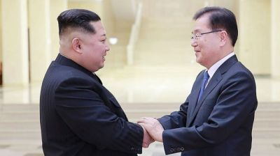 "alt=""North Korea's Kim Jong-un meets South Korean envoys"""