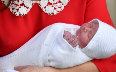 "alt=""Duchess of Cambridge gives birth to boy"""
