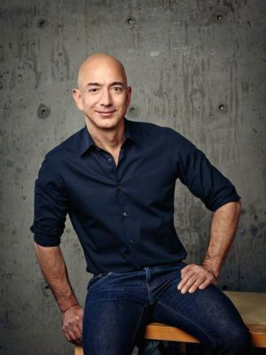 "alt=""Jeff Bezos unseats Bill Gates on Forbes 2018 richest billionaires list"""