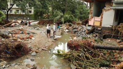 Kerala floods: Monsoon waters kill hundreds in Indian state