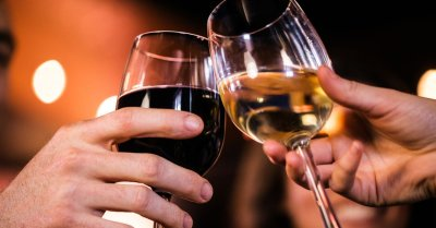 "alt=""No amount of alcohol is safe, health experts warn"""