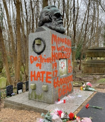 "alt=""Karl Marx's Tomb in London Is Splashed With Red Paint"""