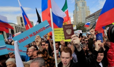 "alt=""Thousands protest in Moscow after opposition barred from city vote"""