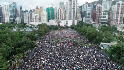 "alt=""Hong Kong protests: Huge crowds rally peacefully"""