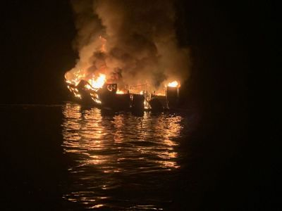 "alt=""'Couldn't Ask For a Worse Situation': Divers Search for Boat Fire Survivors"""